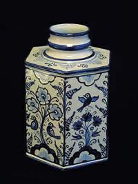 Ján Viglaš: Square bottle, faience