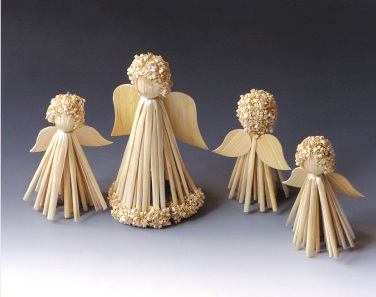 Straw decoration angels