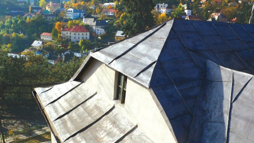 Metal as a roofing material on a traditional minor´s house, Banská Štiavnica 2008