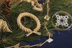 Interview: Christmas straw decorations